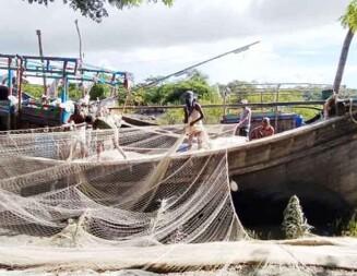 মধ্যরাতে শেষ হচ্ছে নিষেধাজ্ঞা, সাগরে মাছ শিকারে প্রস্তুত জেলেরা