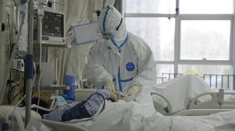 23769882-7921351-Doctors_at_the_Central_Hospital_of_Wuhan_attend_to_a_patient_wit-a-33_1579798839965